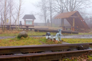 Przystanek kolejki wąskotorowej w Lipiu