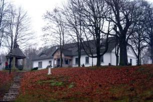 Budynek zarządu Wielkiego Pieca Hutniczego z XVIII / XIX w., obecnie Wiejski Dom Kultury w Mostkach
