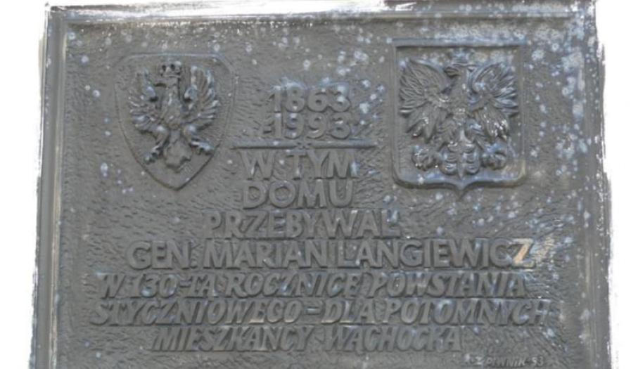 Tablica pamiątkowa na Dworku Mariana Langiewicza