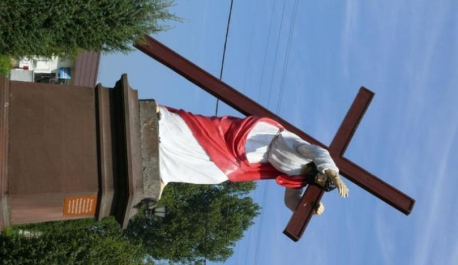 Figura Chrystusa z krzyżem